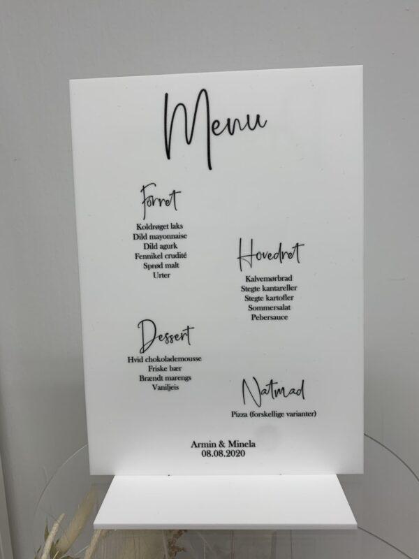 menukort i hvid og akryl