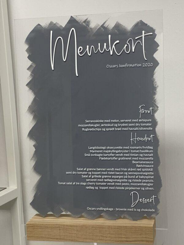 Menukort i akryl sort og hvid skrift